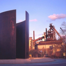 "Richard Serra artwork, ""View Point."" Image on Wikimedia Commons"